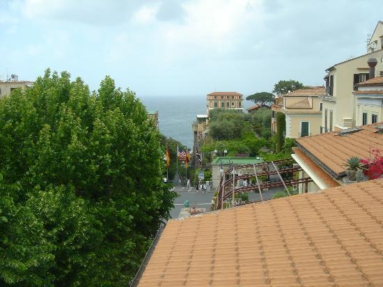 Hotel Villa Di Sorrento: Tasso Square down to the bay of Naples.