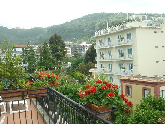 Hotel Villa Di Sorrento: View from room