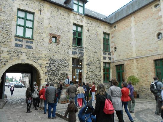Le Mysterieux Rubis de Honfleur: Musée d'ethnographie