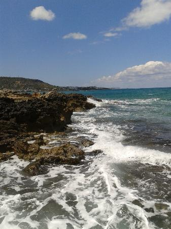 Paradise Apartments: Stalis promenade from rocks