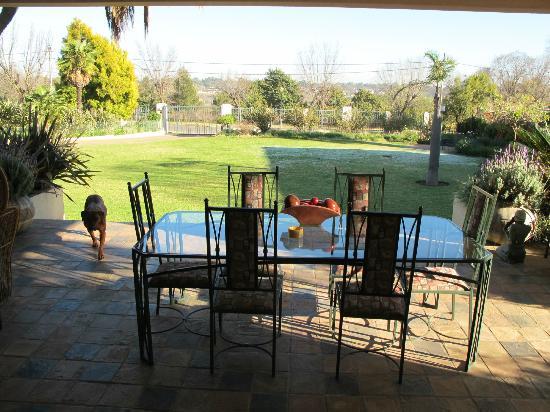 Impangele: Blick aus dem Haus zum See hinüber