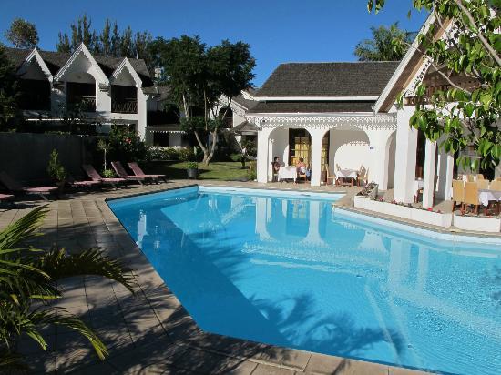 Le Vieux Cep: Blick auf Wohnbereich, Pool und Restaurant