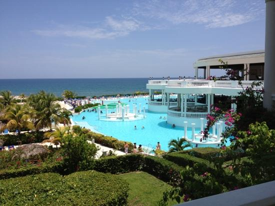 Grand Palladium Lady Hamilton Resort & Spa: the pool mon