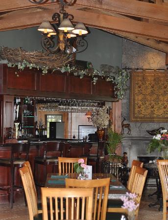Rowena's Inn on the River: River's Edge Restaurant, Pretty Estate Resort. © Photos by Pharos 2012