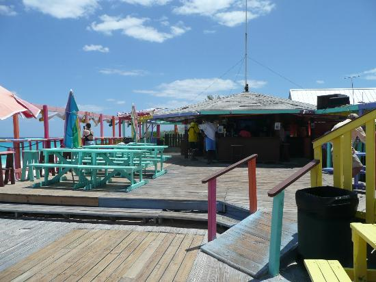 Nippers Beach Bar & Grill : Quiet afternoon at Nippers.