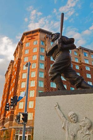 Residence Inn Pittsburgh North Shore: Residence Inn Located directly across from Home Plate Entrance at PNC Park