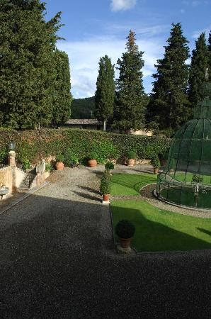 Relais La Suvera: Garden from a room.