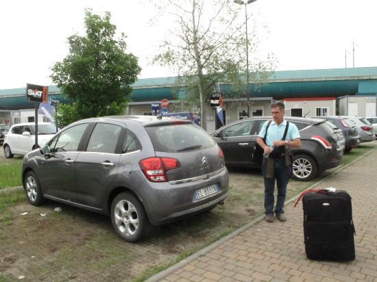 FlorenceTown: Dejando el Citroen C3 en Sixt en el Aeropuerto