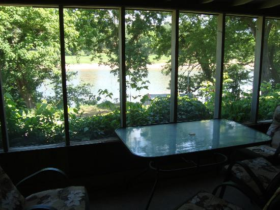 Jack's Fishing Resort and RV Park: ask for a private screened porch