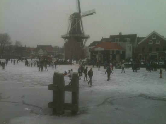 Restaurant Zuidam : Restaurant to the right of windmill - summer pic to follow shortly!
