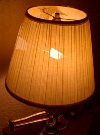 America's Best Inns Altamonte Springs/Orlando: Broken lamp shade