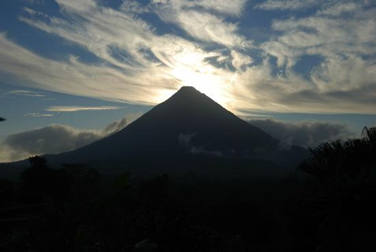Lost Iguana Resort & Spa: Sunrise over the volcano from our deck!
