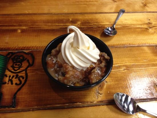 Floyd and Company Real Pit BBQ: Peach Cobbler - Scrumptious!