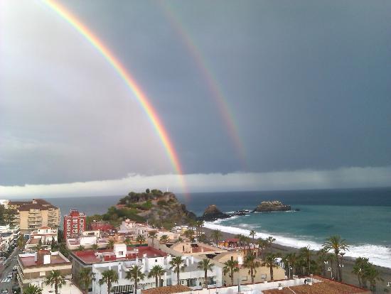 Almunecar Playa Spa Hotel: pequeña llovizna del domingo día 20 de mayo 2012
