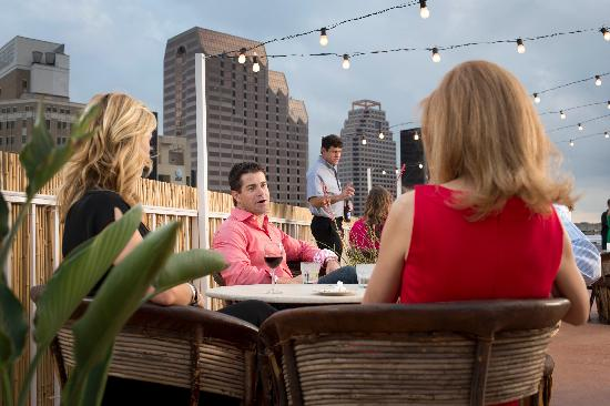 El Tropicano Riverwalk Hotel : Evening Reception on El Nueve Outdoor Terrace