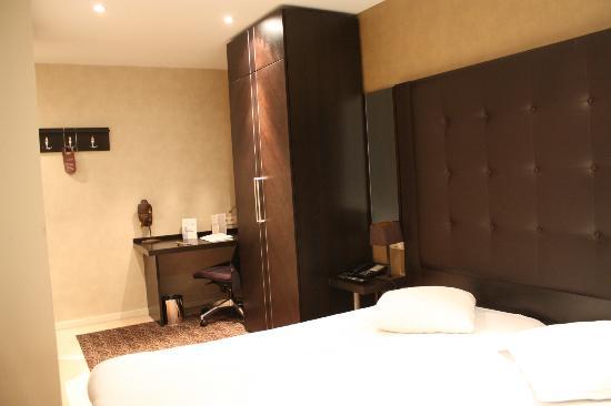 Hotel Chambord: Habitación