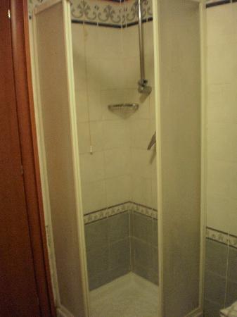 Hotel Biancaneve: doccia