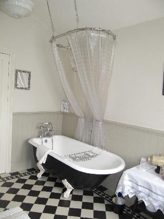 St. Owens: Bathroom