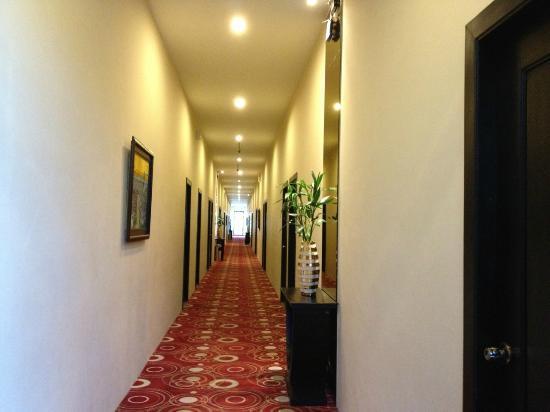 Holiday Palace Casino Resort: Nice Hallways