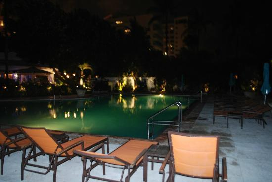 The Palms Hotel & Spa: 24hr pool