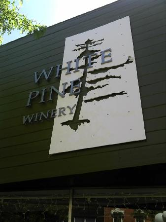 ‪White Pine Winery‬