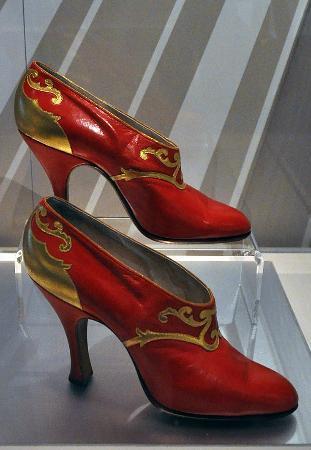 Bata Shoe Museum: More 1920s drama
