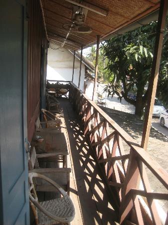 Choumkhong Guesthouse: Balkon