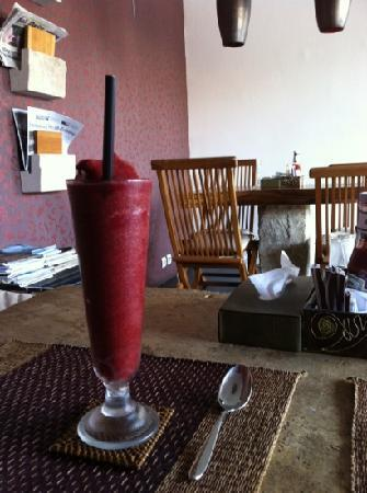 Maya's Coffee & Smoothie Bar: Berry dream smoothie