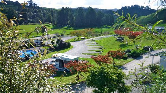 Waitomo Top 10 Holiday Park: View of the holiday park from the huhu cafe