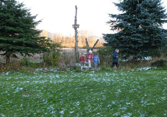 Harrison Hammond House: kids playing outsite