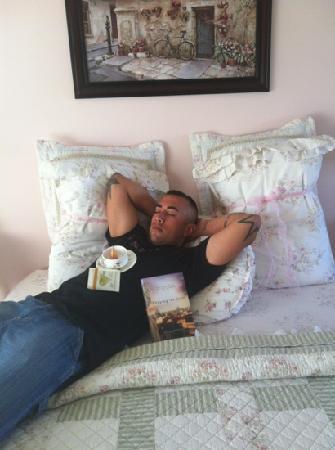 The Savannah House Inn: relaxing in the salt water taffy room