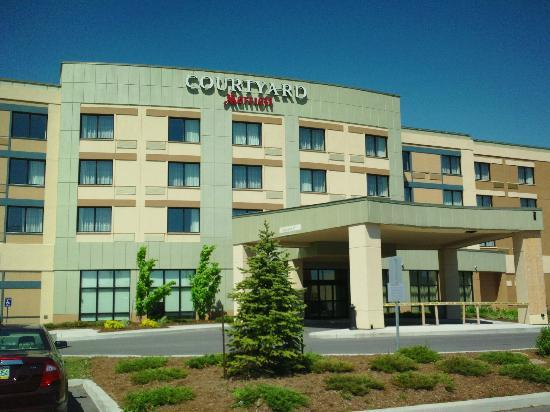 Courtyard by Marriott Kingston Highway 401 / Division Street: Hotel