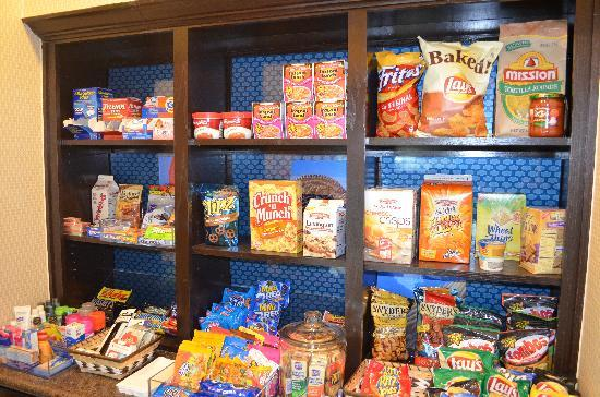 Hampton Inn & Suites by Hilton Denison: Delight Your Cravings with Our Well Stocked 24 Hour Suite Shop!