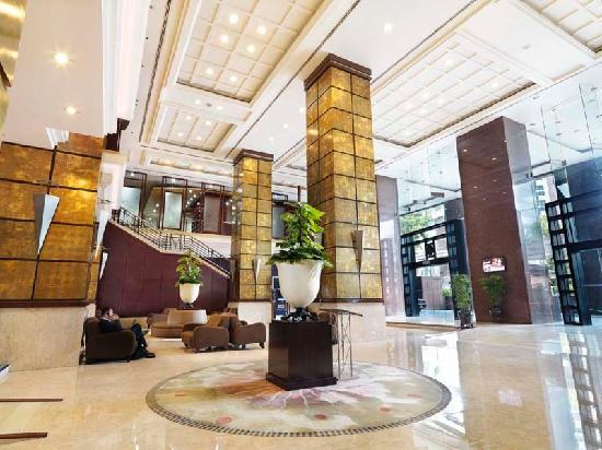 Grand Seasons Hotel: Hotel Lobby