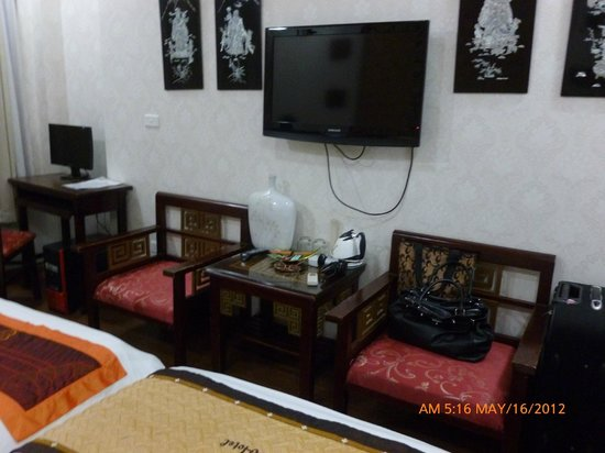 Hanoi Aurora Hotel:                   inside the room