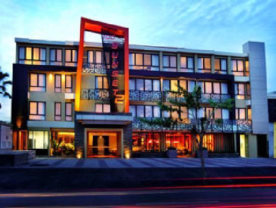 100 Sunset Hotel Managed by Eagle Eyes: Hotel Exterior