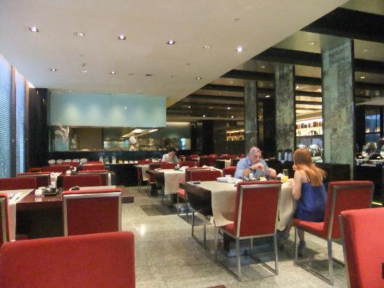 Ramada Parkview Hotel: 朝食会場