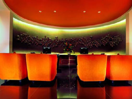100 Sunset Hotel Managed by Eagle Eyes: Reception Desk