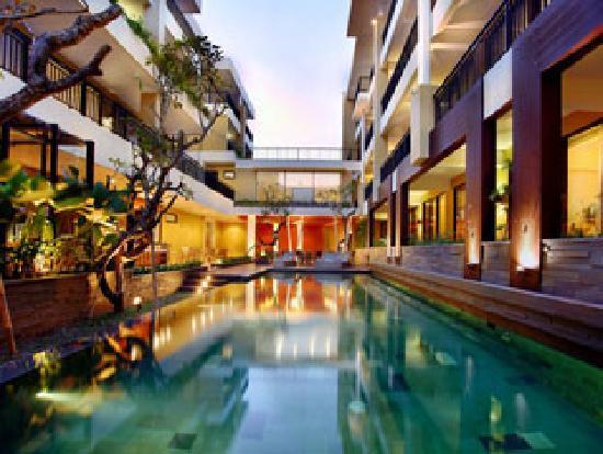 100 Sunset Hotel Managed by Eagle Eyes: Swimming Pool