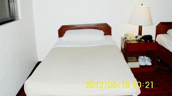 Sunny Bay Suites: bed