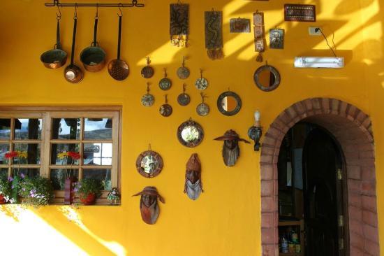 La Casa de Barro Lodge & Restaurant: Color makes you happy