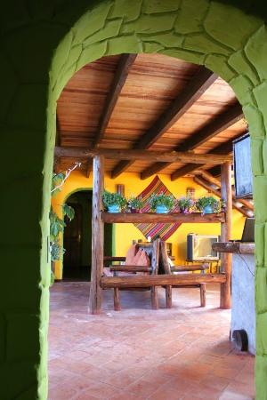 La Casa de Barro Lodge & Restaurant: Entrance to the dining area