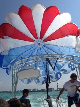 Dockside Watersports & Parasailing: great crew!!!!