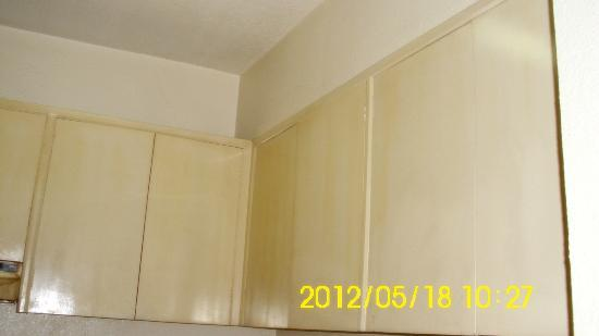 Sunny Bay Suites: cabinets