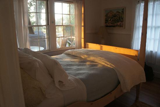 Puakea Ranch: Gorgeous master bedroom - bed was scrumptious