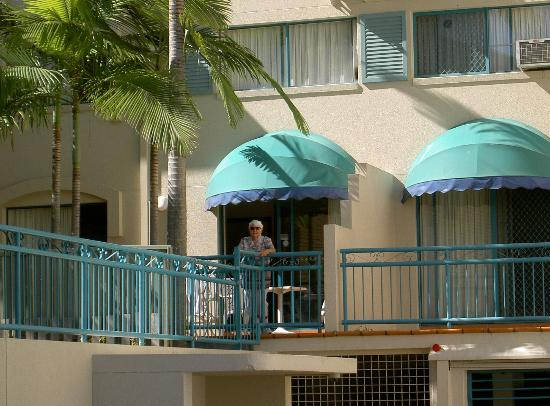 Aruba Beach Resort: Unit from road
