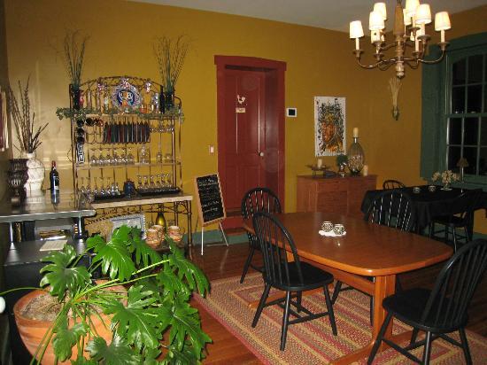 Alpenhorn Gasthaus: Dining room in the evening