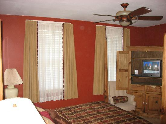 The Mainstay at Saxonburg: Front windows in the bedroom