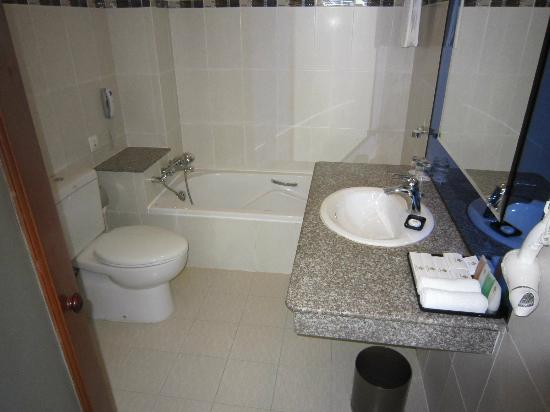 TTC Hotel Premium Phan Thiet: Bathroom - shower area behind door (not seen)