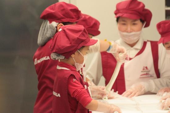 KidZania Tokyo: 一番人気の「お菓子屋」さん